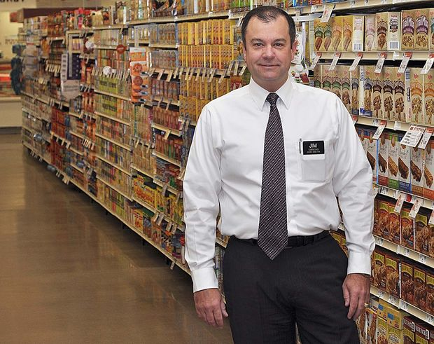 Muscatine Journal photo of Jim Simmons, director of the Hy-Vee supermarket in my town.
